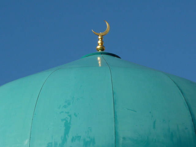 Dome, crescent and sky