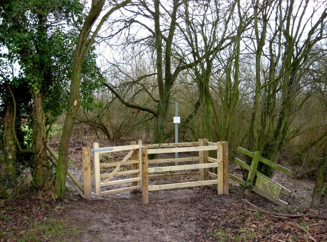 New kissing gate entrance to Northwick Lido from Northwick Marsh SSSI, Worcester