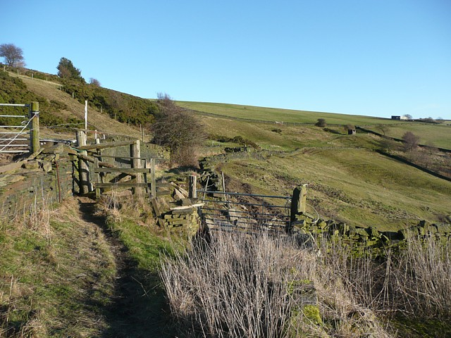 Footpath near Snydal Farm, Halifax
