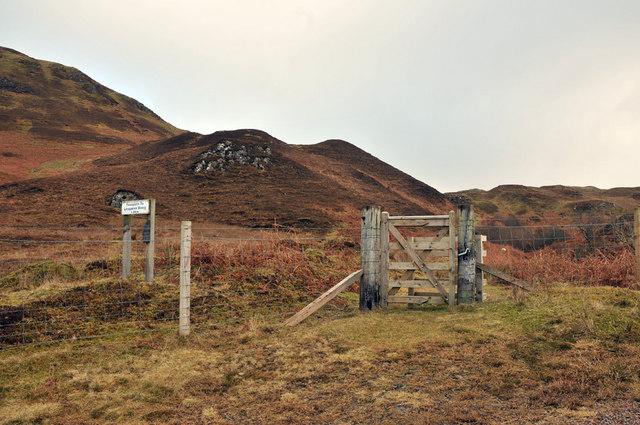 Hill path to Loch an Losgainn Mor