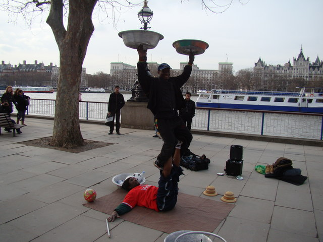 Amazing entertainers on the South Bank