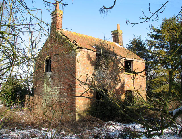 Derelict house in Highfield Lane