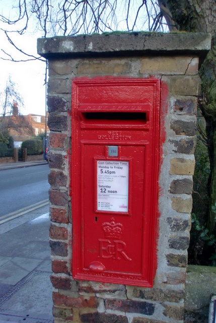 Elizabeth II Postbox, Manor Road, Barnet