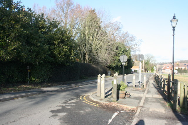 Traffic calming measures, High St, Hartfield