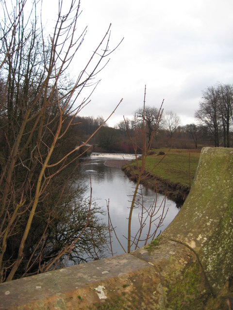 View from the bridge over White Cart Water towards the weir