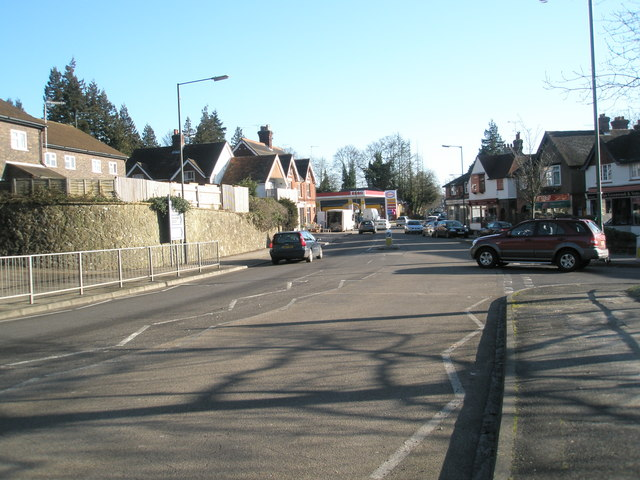 Approaching the junction of   Hindhead and Liphook Roads