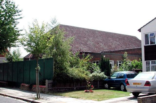 St Luke, Mountfield, London N3