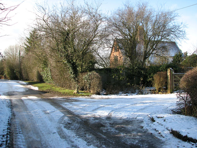Springwood Lane past Oaks Farmhouse
