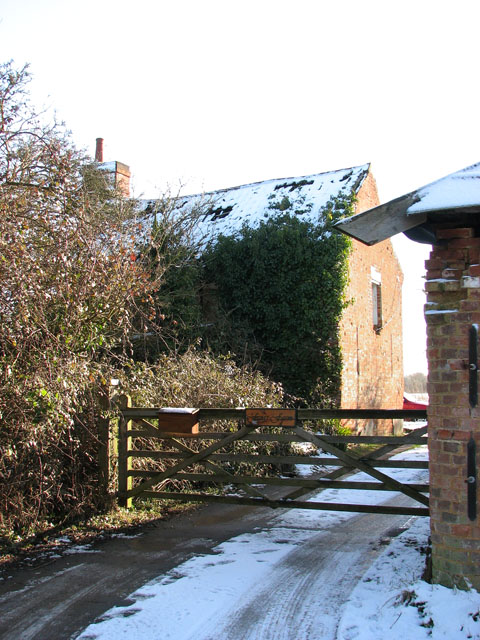 Entrance to Frog's Farm in Springwood Lane
