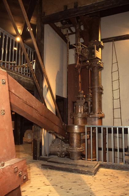 Water pressure pumping engine, Peak District Mining Museum