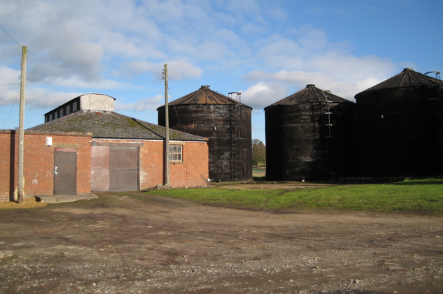 Tanks and outbuildings, Manor Farm