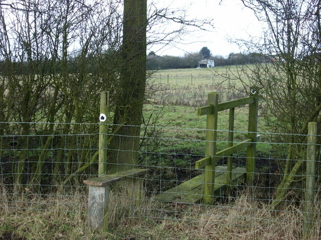 Stile and bridge, south of Lilbourne
