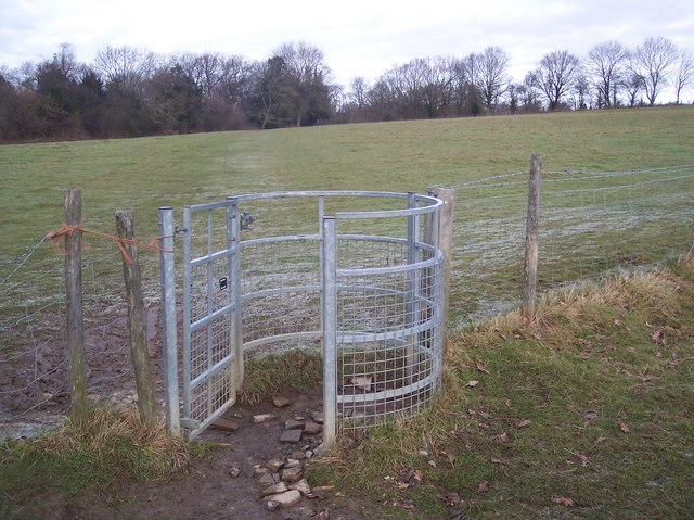 Kissing gate on the Wealdway near Southborough Cemetery
