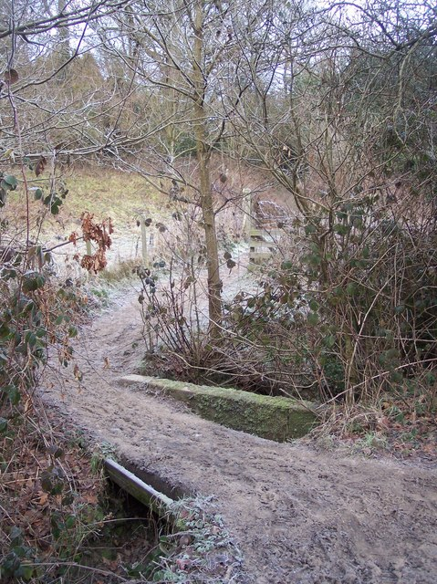 Footbridge on Wealdway near Southborough Cemetery