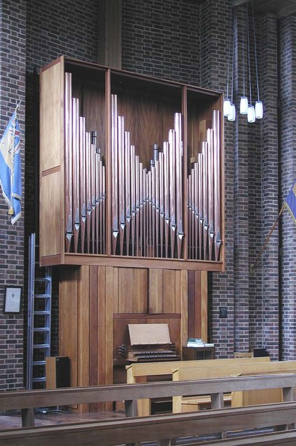 Holy Angels, Cranford - Organ