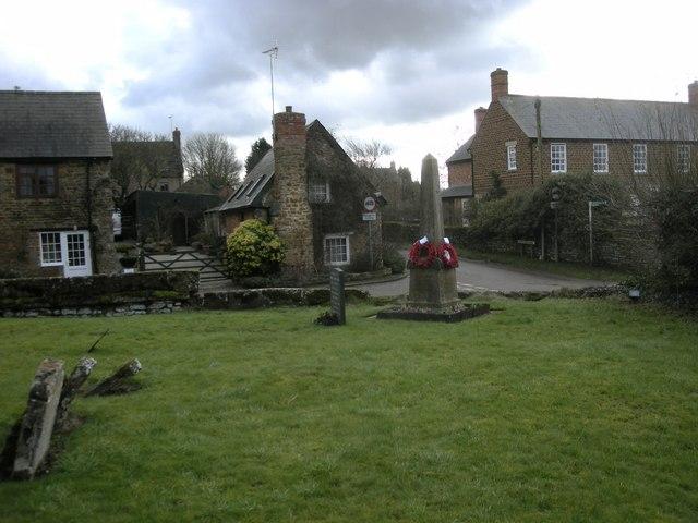 Aston Le Walls Churchyard