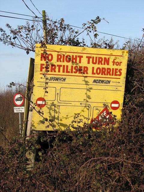 No Right Turn for Fertiliser Lorries (sign)
