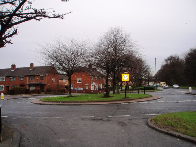Unusual roundabout on Overdale Road