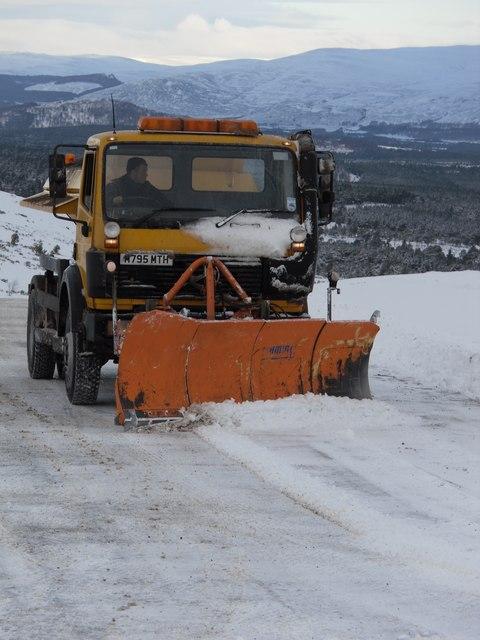 A Snowplough  prepares the Coire na Ciste Car Park