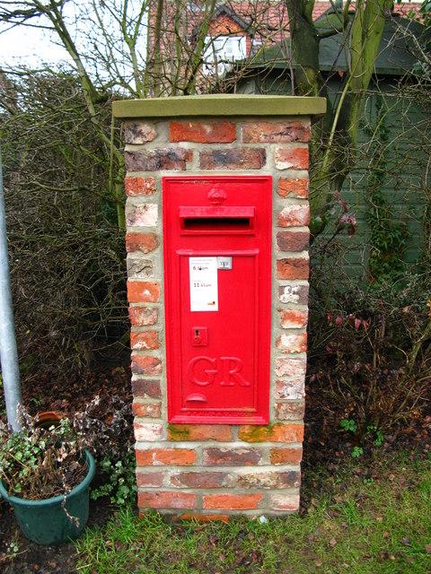 GR Postbox, Huby
