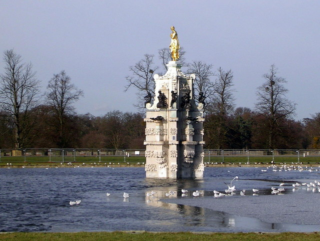 Diana Fountain, Bushy Park