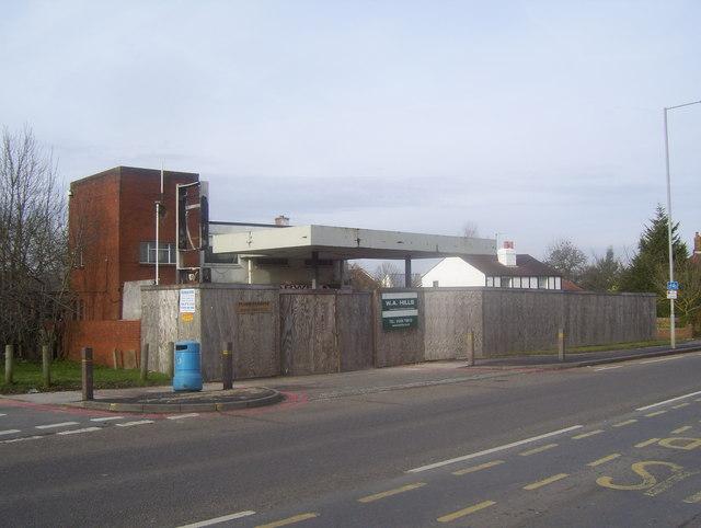 Disused petrol station on the Leatherhead Road