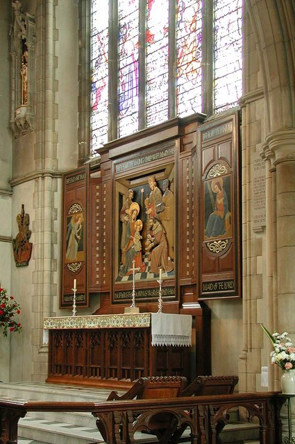 St George, Pinner View, Harrow - High altar
