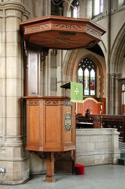 St George, Pinner View, Harrow - Pulpit