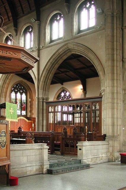 St George, Pinner View, Harrow - Chancel