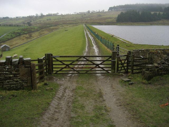 Track crossing Dean Clough Reservoir Dam