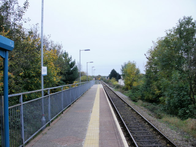 Wildmill Railway Station : the view south