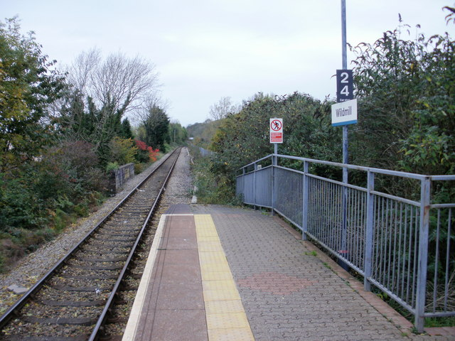 Wildmill Railway Station : the view north