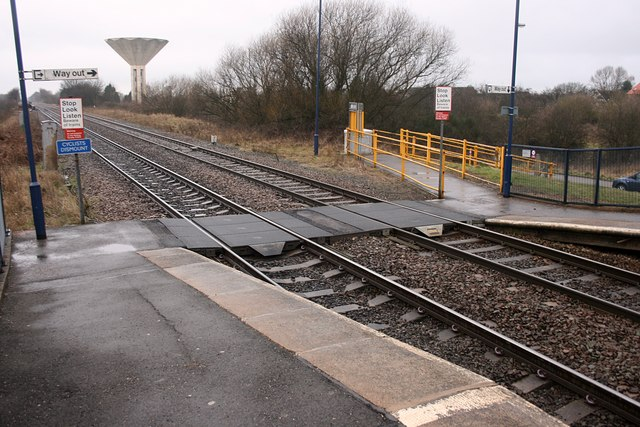 Thorne South railway station crossing