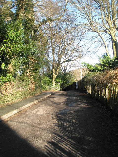 Approaching Elsmore in Vicarage Lane