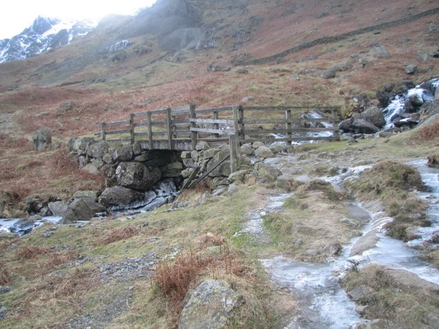 Footbridge over Nethermost Beck