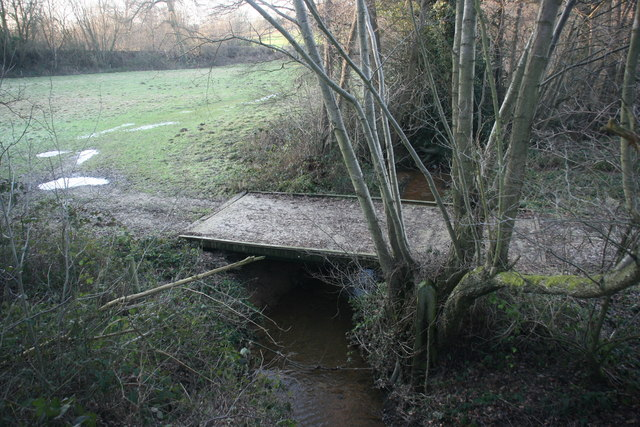 Footbridge over a small tributary of the River Medway by Forest Way