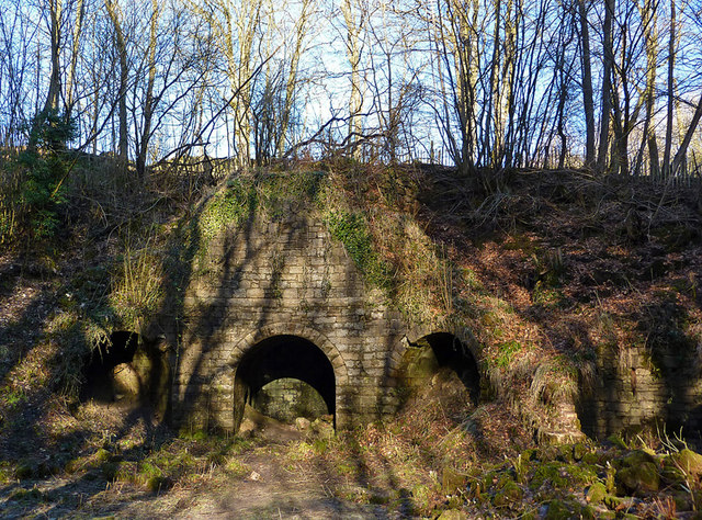 Lime kiln in Muiravonside Country Park