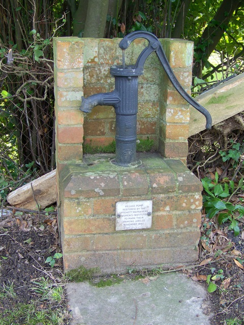 Village pump, Lytchett Matravers