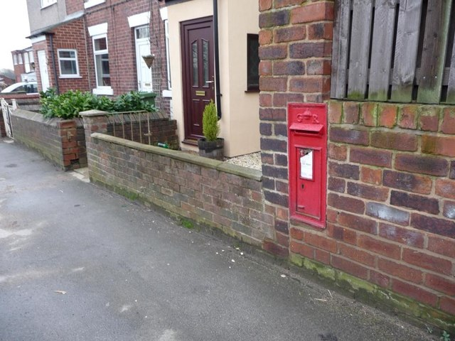 Wall letter box, Wakefield Road, Snydale