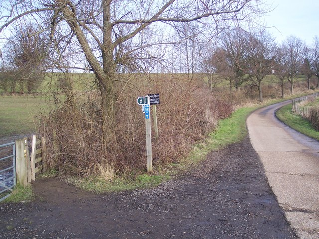 Footpath junction on Cycleway 12 in Penshurst Place