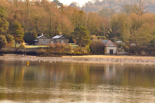 Point Cottage and boathouse  on the Plym - Plymouth
