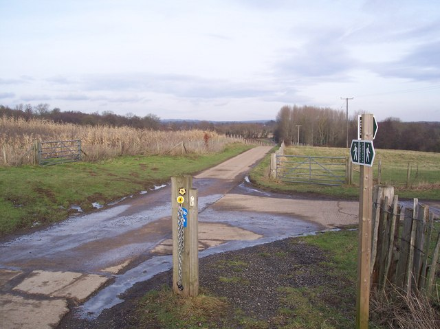 Footpath junction near Killick's Bank