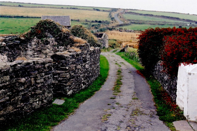 Cregneash Village - Ruins, lane, Weaver's House