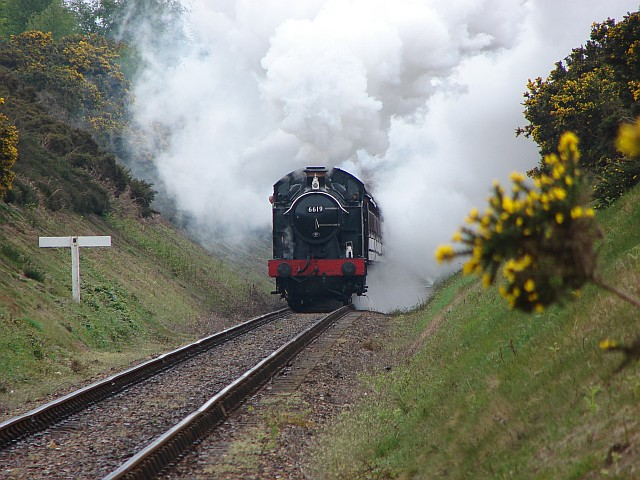 NNR train approaching Windmill crossing