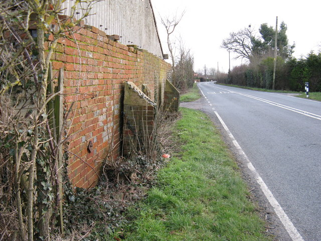 Wall buttresses suffering from subsidence