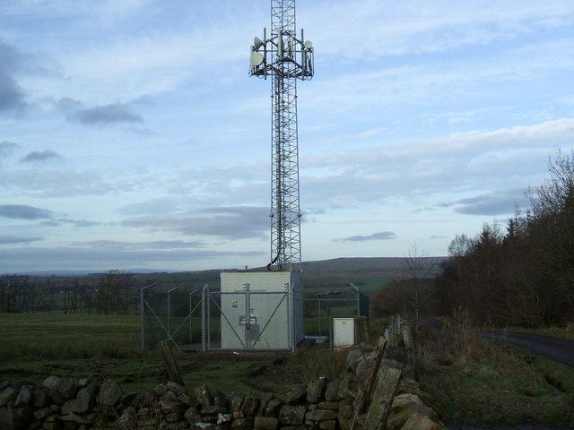 Telecommunications mast near Park Nook
