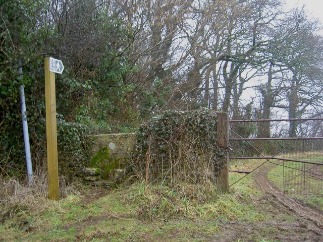 Footpath and stile from Middledown Road