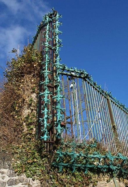 Spiked fence, Richmond Walk