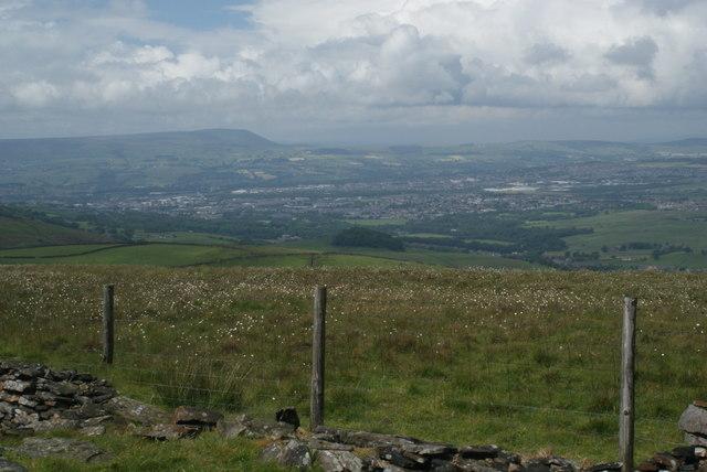 Hilltop fence on Deerplay Moor