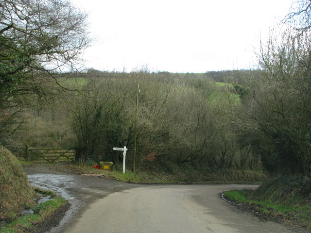 Huxford Lane leaves the road from George Nympton to King's Nympton